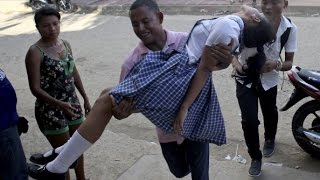 Городок в Колумбии поразила странная женская болезнь (новости)(http://ntdtv.ru/ Городок в Колумбии поразила странная женская болезнь. Недоумение и паника охватили городок Эль-Ка..., 2014-09-09T08:14:58.000Z)