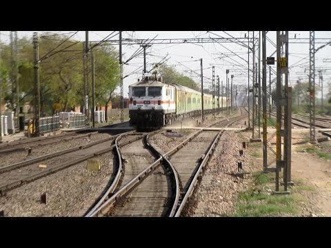 22209 Mumbai Central New Delhi Duronto Express creates Dust Storm & rips thru Asaoti @ Full pace.