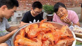 【食味阿远】儿子想吃虾了,阿远买了1斤虾煮了煮,又配上白灼菜心,吃的舒坦   Shi Wei A Yuan