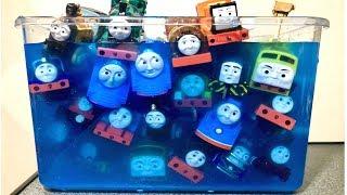 きかんしゃトーマス テコロでチリン 沢山の電車やはたらくくるまトーマスの友達が出てくるよ! じこはおこるさ カプセルプラレール  トミカ thumbnail