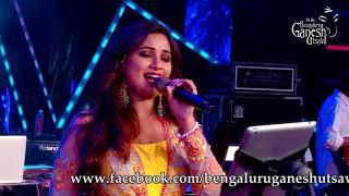 Shreya Ghoshal singing ''Ondu Malebillu'' from ''Chakravarthy'' @ 56th Bengaluru Ganesh Utsava, 2018