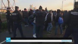 السلطات الفرنسية تفرق تجمعات المهاجرين وتبدأ بتفكيك مخيم كاليه