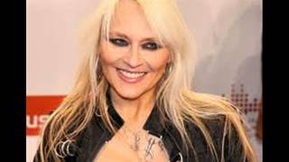 Watch Doro Light In The Window video