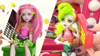 Куклы Монстр Хай Марисоль и Лагунафаер на пляже. Видео для девочек. Monster High(Куклы Монстр Хай отдыхают на пляже! Они загорают, купаются и играют в мяч. Им очень весело, но вдруг Лагунафа..., 2016-07-19T16:55:34.000Z)