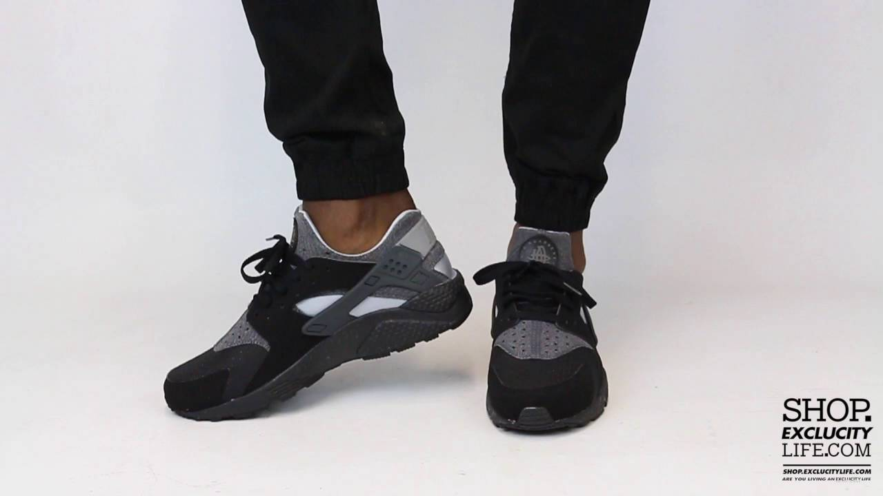 0cc10a232de56 Nike Huarache Run Black Anthracite On feet Video at Exclucity - YouTube