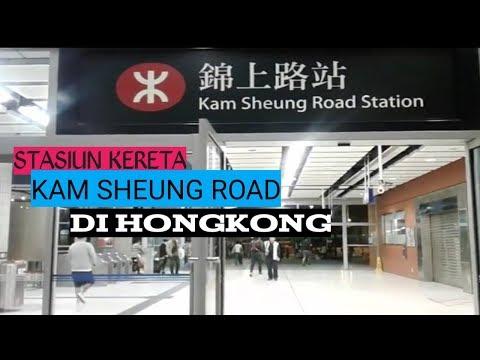 Suasana Kam Sheung Road Station malam hari