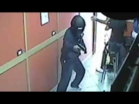 Napoli - Uccisi in una sala scommesse di Miano, due arresti (07.06.17)