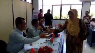 Pembagian Kunci   Serah Terima Hadiah Undian Simpedes Semester II 2014 BRI Cabang Jember untuk Hadia