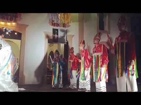 Boi Calemba Pintadinho dançando no pátio da igreja de São Gonçalo do Amarante - RN