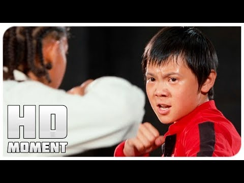 Dre came out to fight with a damaged leg-Karate kid (2010) - Moment from the movie