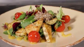 Тёплый салат с паниром и чери
