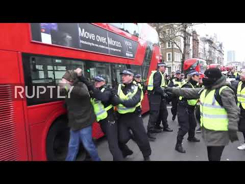 UK: Police clash with 'yellow vest' protesters in central London