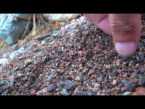 Неожиданно в камнях нашёл зелёный Алмаз