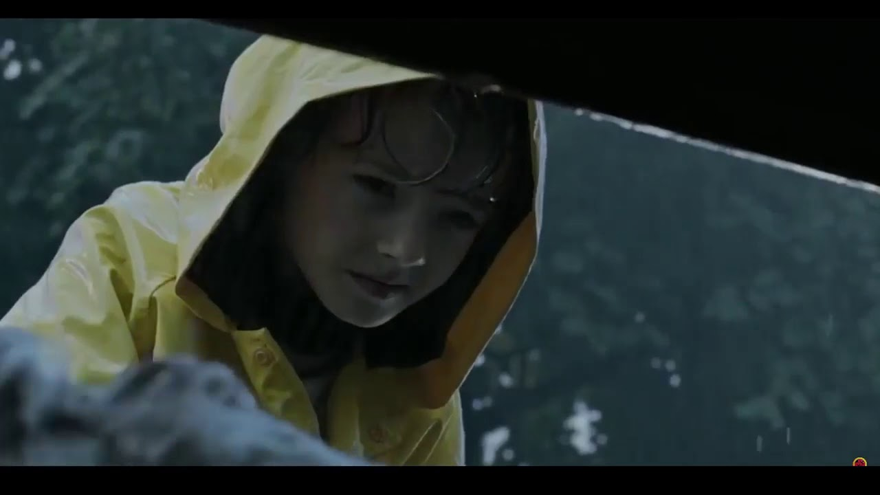 IT 2017 Pennywise kills Georgie scene