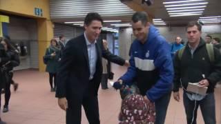Կանադայի վարչապետ Ջաստին Թրուդուն մետրոյում սելֆի է անում քաղաքացիների հետ