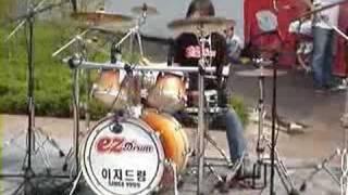 중학교 여선생님의 멋진 드럼연주 - 반헤일런의 Jump!!! ^^
