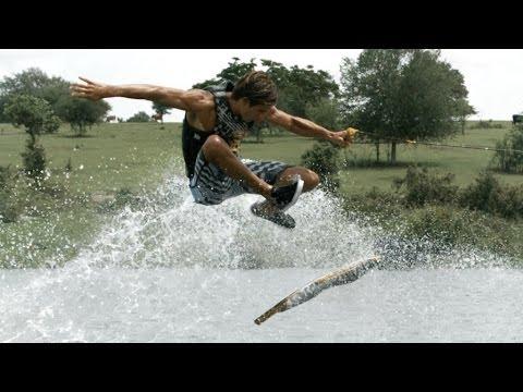 Auf dem Wasser skateboarden