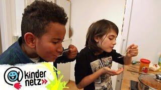 Amanuel kocht Injera mit Misir Wot und Gomen | Schmecksplosion | SWR Kindernetz