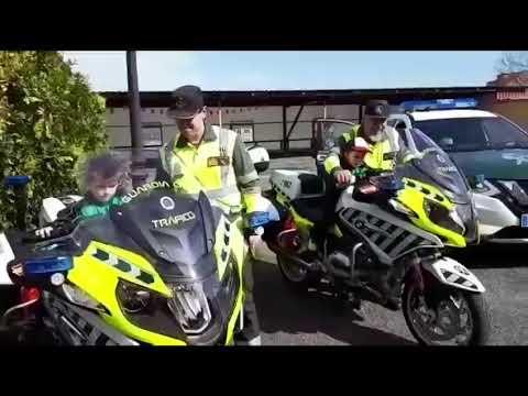 Los niños de Lalín 'interrogan' a la Guardia Civil