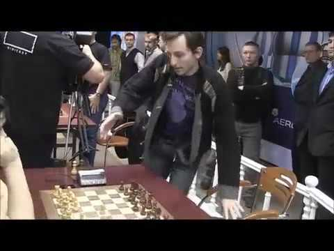 Russian top GM Alexander Grischuk plays at the wrong board #Funny chess moments