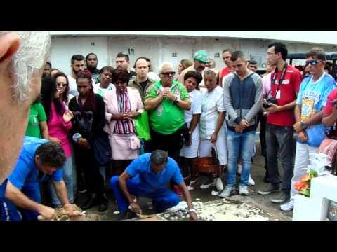 Vídeo: adeus para o intérprete Luizito, da Mangueira