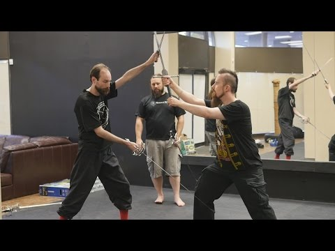 Two HEMA instructors comment on dual wielding swords