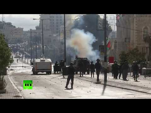 Clashes, tear gas & burning tires: Rally in Bethlehem following Trump's Jerusalem move (RAW)