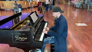Ludovico Einaudi - Una Mattina (Intouchables) Piano at Milan Airport