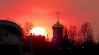 Футаж Закат. Птицы Летают на Фоне Заката. Красивый Закат, Купол Церкви, Летающие Птицы. Закат Видео