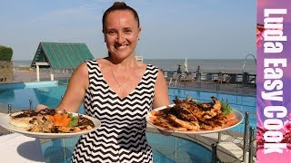 ЦЕНЫ на ЖИВЫЕ МОРЕПРОДУКТЫ на РЫБАЦКОМ рынке BBQ на берегу ОКЕАНА | FOOD TRAVEL CHANNEL ON RUSSIAN