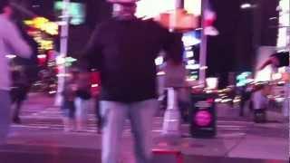 世界の中心地 NEW YORK TIMES SQUAREで ゲリラ LIVE HIP HOP