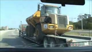Huge John Deere dump truck (25 tons capacity)