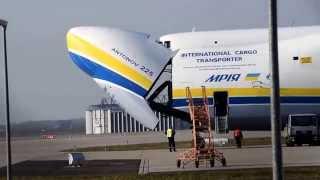 Antonow An-225 das größte Flugzeug der Welt in Leipzig (EDDP)