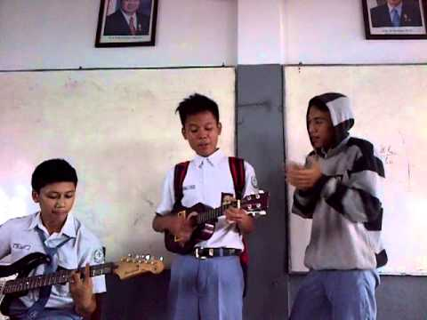 Kiki and Friends - Pengamen Jalanan, Heavy Rotation, Yank [Medley] Travel Video