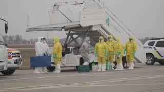 Борт з евакуйованими з китайського Уханя приземлився в Борисполі