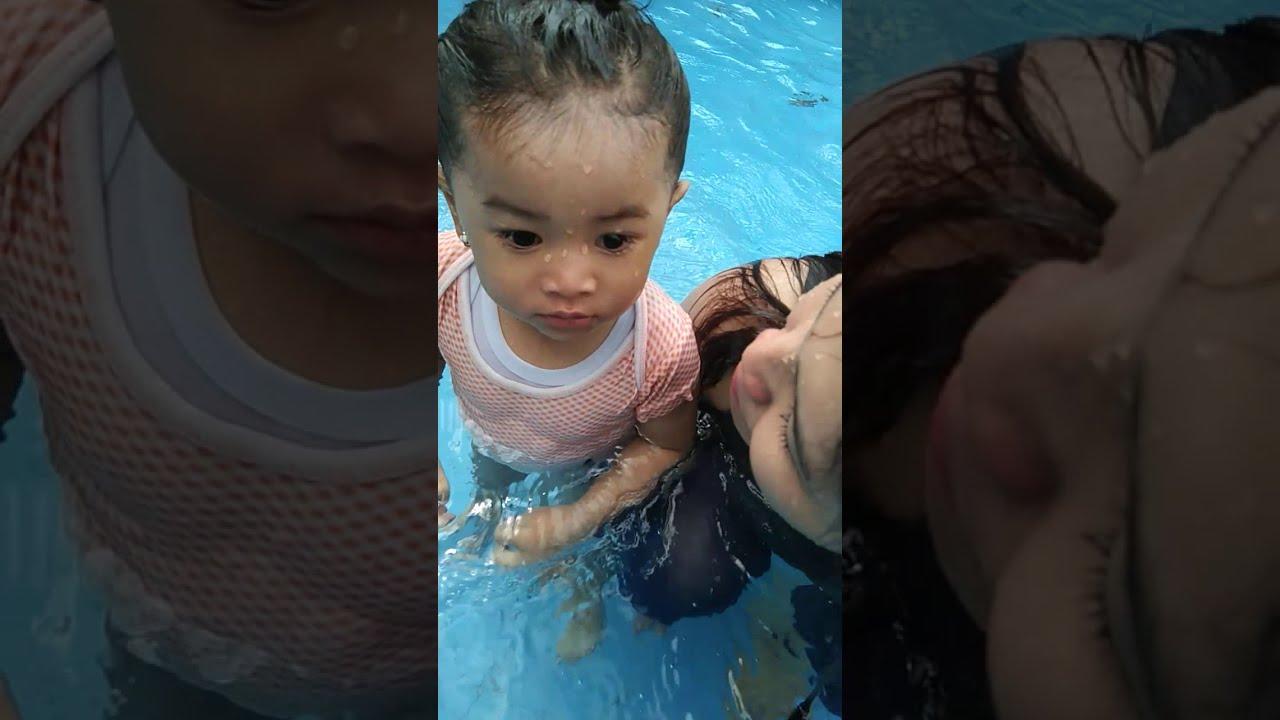 Asyik berenang di wisata jatim park 1 batu malang - YouTube