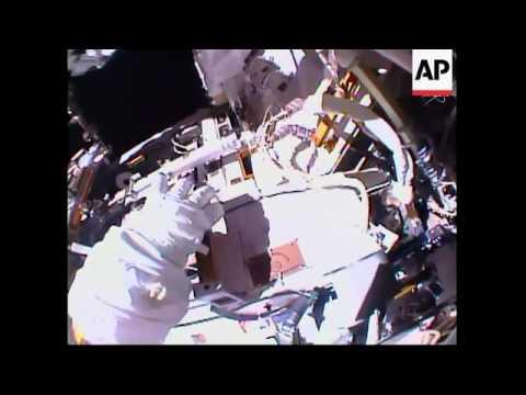 Tratan de reparar radiador de Estación Espacial