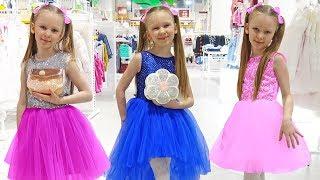 Лиза и папа покупают красивое платье