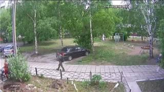 Бомж, напавший на студентку с гаечным ключом, попал на видео