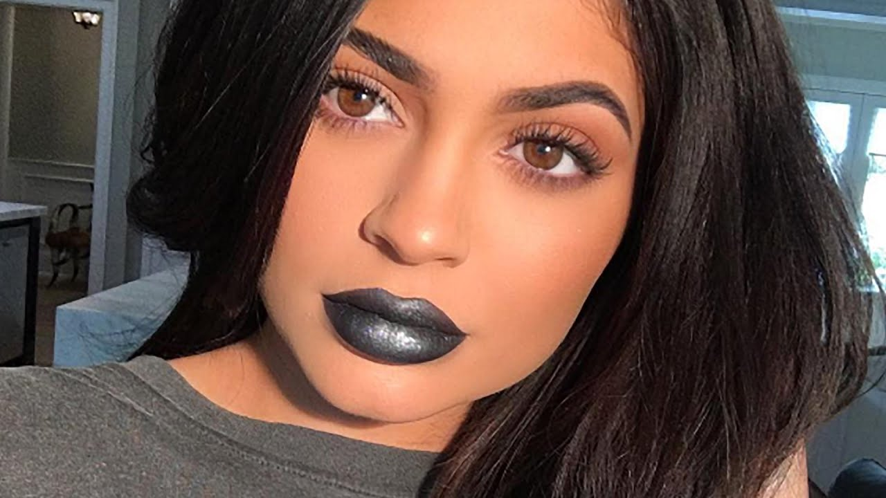 Kylie Jenner Responds to Haters Dissing Her Lip Kits - YouTube