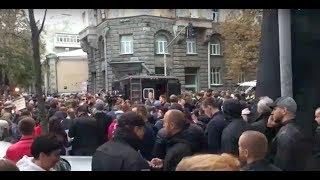 Под окнами Администрации президента проходит акция против нападений на активистов | Страна.ua
