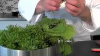 Raikas salaatti grilliruoan kaveriksi
