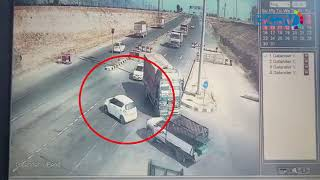 Pampore road accident caught on CCTV camera