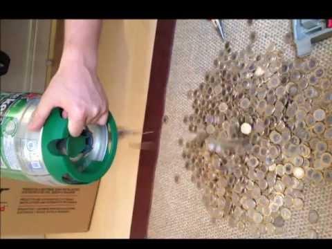 Cofrinho da Heineken, só moedas de R$ 1,00...