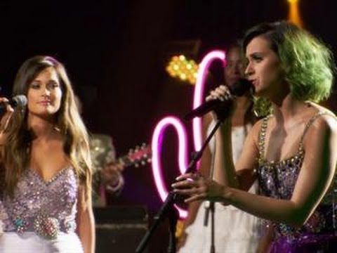 Katy Perry And Kacey Musgraves Perform a Dolly Parton Classic (Exclusive Video) Mp3