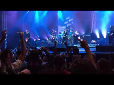Joe Satriani & Steve Vai  Surfing With The Alien  at Guitare en Scène