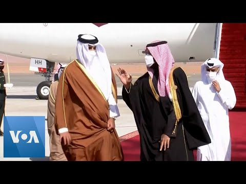 Saudi Crown Prince Greets Qatar Emir After Embargo Lifts