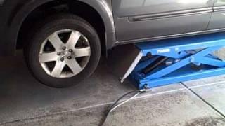 Atlas Kwik Bay Midrise scissors lift, minivan test