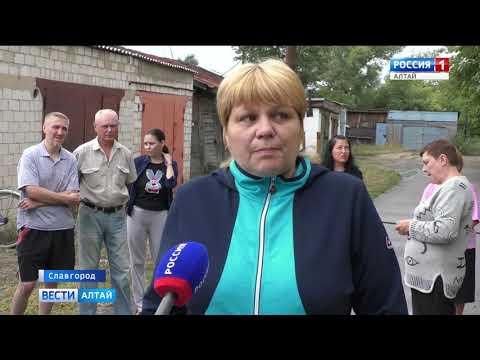 В Славгороде разрушается двухэтажный дом на улице Южная