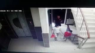 В Бишкеке ограбили женщину с ребенком